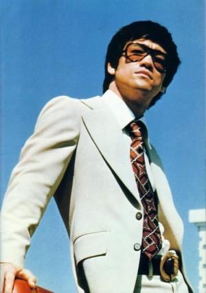 bruce-lee-suit-sunglasses